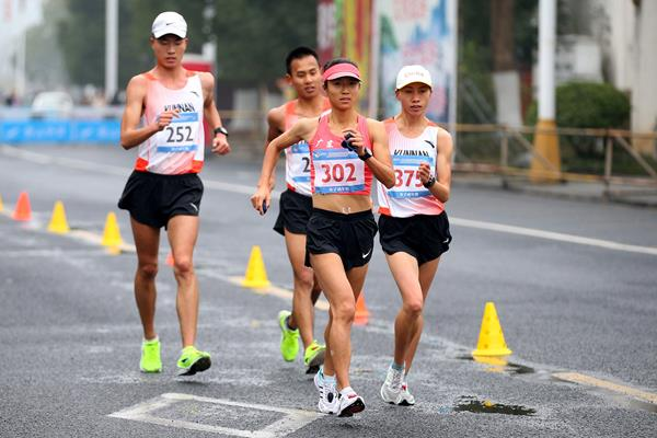 Chinese race walker Liu Hong in action (AFP / Getty Images)