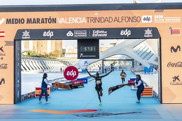 The clock is a second off but the smile says it all: Kibowott Kandie shatters the world half marathon record in Valencia (Organisers)