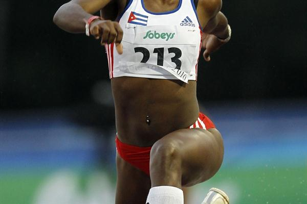 Cuba's Dailenys Alcántara successfully defends her World Junior Triple Jump title (Getty Images)