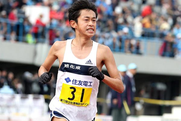 Satoru Sasaki of Japan at the Lake Biwa Marathon (Victah Sailer (organisers))