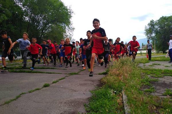 A Kids Mile Run in Kyrgyzstan (Organisers)
