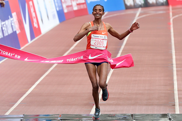 Yebrqual Melese wins the Shanghai Marathon (AFP / Getty Images)