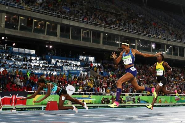 Shaunae Miller wins the 400m from Allyson Felix at the Rio 2016 Olympic Games (Getty Images)