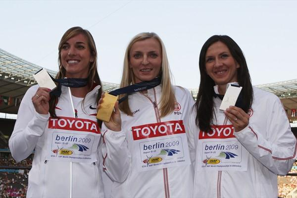 The medallists in the women's Pole Vault (L-R) Chelsea Johnson of the USA receives the joint Silver, Anna Rogowska the gold and Monika Pyrek the joint silver (Getty Images)