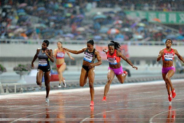 Veronica Campbell Brown outleans Carmelita Jeter in Shanghai (Errol Anderson)