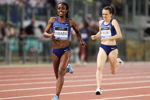Genzebe Dibaba leads Laura Muir in the 1500m at the IAAF Diamond League meeting in Rome (Jean-Pierre Durand)