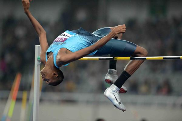 Mutaz Essa Barshim sets a meeting record in the high jump at the IAAF Diamond League meeting in Shanghai (Jiro Mochizuki)