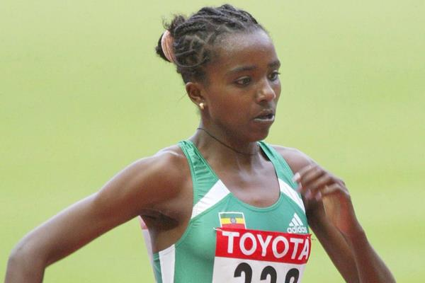 Tirunesh Dibaba en route to the 2003 world 5000m title (Getty Images)
