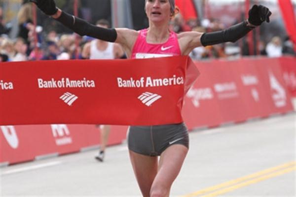Liliya Shobukhova captures a convincing victory in Chicago (Victah Sailer)