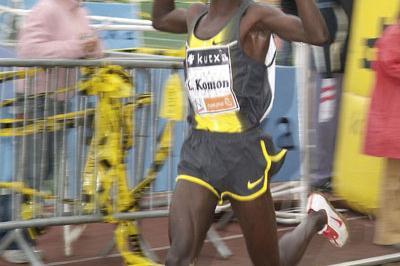 Leonard Patrick Komon winning in Elgoibar cross country (Arkaitz Ortega)