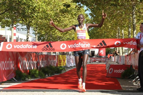 Wilson Kiprop winning at the 2013 Rock'n'Roll Vodafone Half Marathon of Portugal (Marcelino Almeida / organisers)