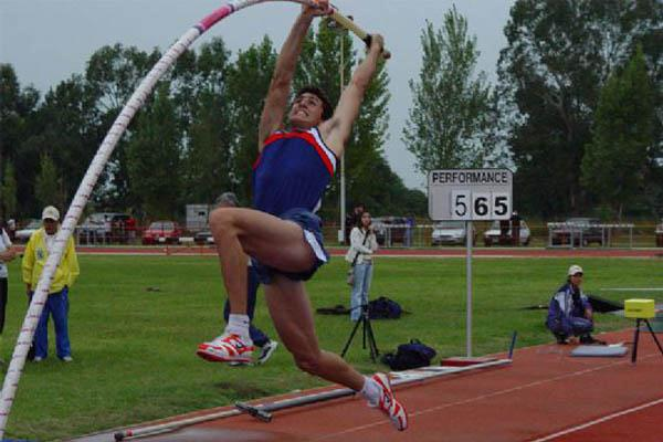 Germán Chiaraviglio raising the South American record in the Pole Vault to 5.65 in Santa Fe (CADA)
