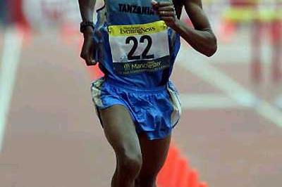 Francis Naali of Tanzania winning the 2002 Commonwealth Marathon (Getty Images)