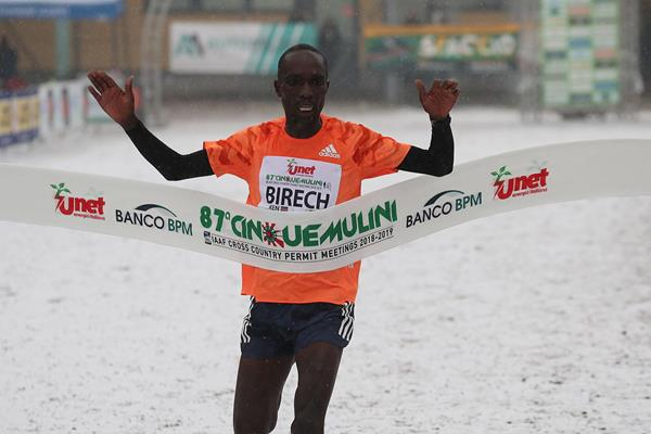 Jairus Birech wins again at the Cinque Mulini cross country (Giancarlo Colombo)