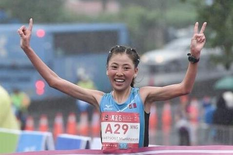 Munkhzaya Bayartsogt of Mongolia winning in New Taipei City (CKPC & RunningBiji /photographer Tang, Fu-Yo & Chang, Chih-Yao)