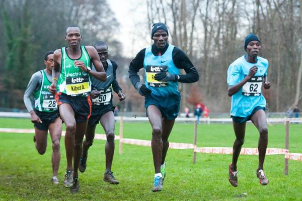 Alex Kibet at the front of the men's race at the 2013 Iris Lotto Crosscup in Brussels (Erik van Leeuwen)