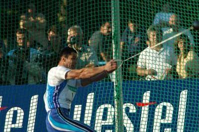 Koji Murofushin in action (IAAF)