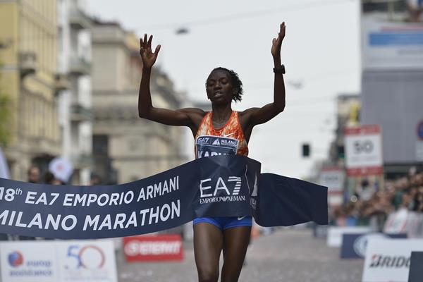 Lucy Kabuu Wangui taking the Milan marathon title (Organisers)