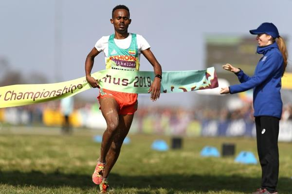 Milkesa Mengesha wins the U20 men's race at the IAAF/Mikkeller World Cross Country Championships Aarhus 2019 (Getty Images)