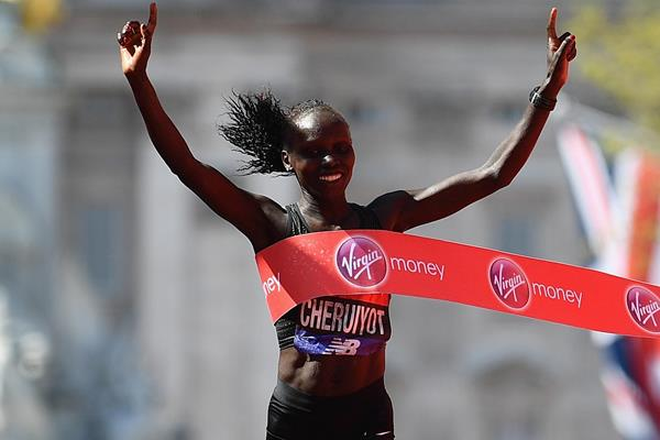 Vivian Cheruiyot wins the London Marathon (Getty Images)