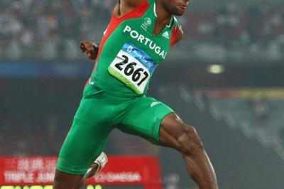 Nelson Evora flies to triple jump gold (Getty Images)