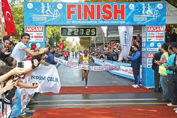 Ashu Kisam wins the women's race at 2010 Intercontinental Istanbul Eurasia Marathon (organisers)