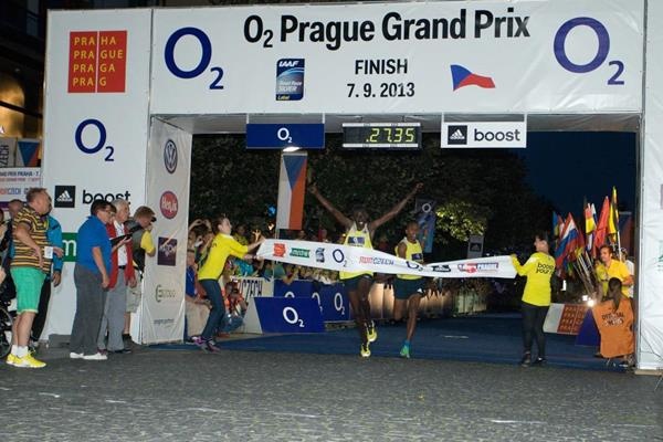 Daniel Chebii wins the men's 10km at the O2 Prague Grand Prix (O2 Prague Grand Prix)
