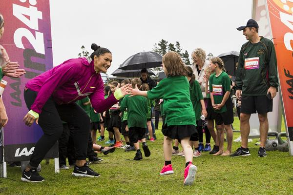 Valerie Adams congratulates finishers in the Auckland IAAF Run 24:1 race (Alisha Lovrich)