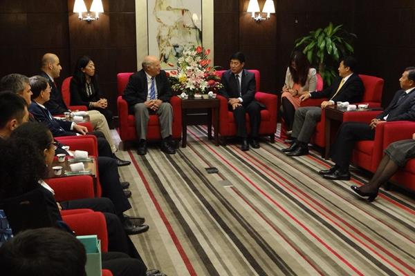 The IAAF delegation meets with Mr Yang Xiaochao, Vice Mayor of Beijing  (IAAF / Beijing 205 LOC)