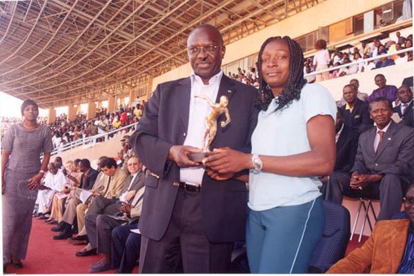 Françoise Mbango after winning the Triple Jump at the Dakar International Meeting (Oumar Ba)