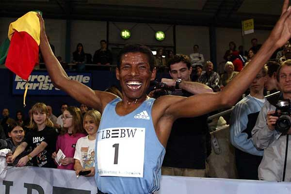 Haile Gebrselassie after his 3000m win in Karlsruhe (GES-Sportfoto)