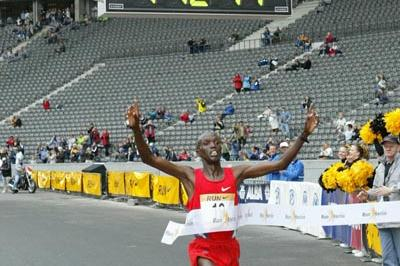 Paul Kosgei sets 25km World record in Berlin (Live-Sportphotos.com)