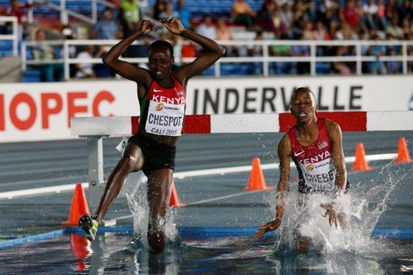 Celliphine Chespol leads the girls' 2000m steeplechase final at the IAAF World Youth Championships Cali 2015 (Getty Images)