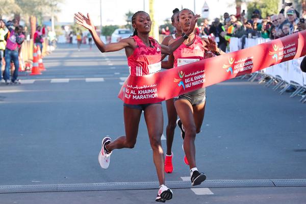 Senbere Teferi wins the Ras Al Khaimah Half Marathon (Victah Sailer / organisers)