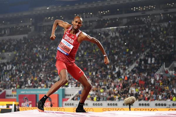 Mutaz Barshim charging up the crowd at the IAAF World Championships Doha 2019 (Getty Images)