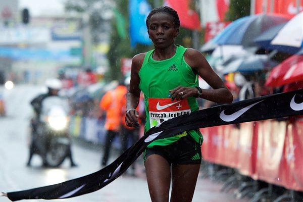 Prisca Jepleting cruises to victory at the Dam tot Dam 10-Miler (Orange Pictures)