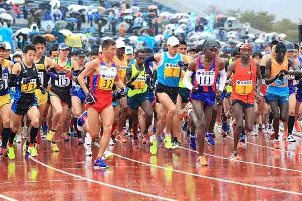 Start of the 2015 Lake Biwa Marathon (organisers / Victah Sailer)