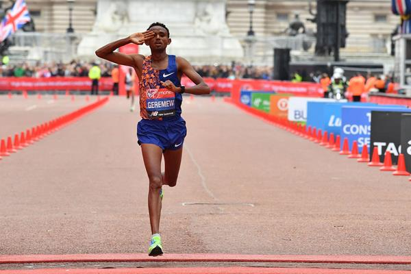 Mosinet Geremew finishing second at the 2019 London Marathon (AFP/Getty Images)