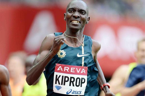 Asbel Kiprop en route to winning the 800m at the IAAF Diamond League meeting in Paris (Jiro Mochizuki)