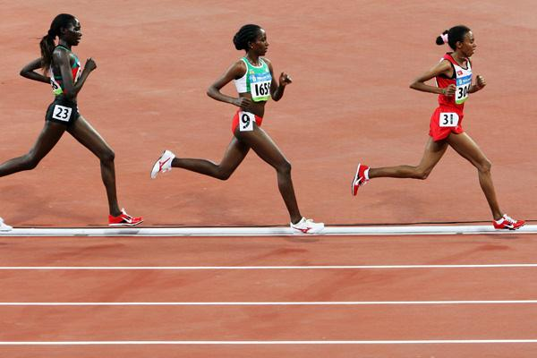 Elvan Abeylegesse heads Tirunesh Dibaba and Linet Masai in the women's 10,000m in Beijing (Getty Images)