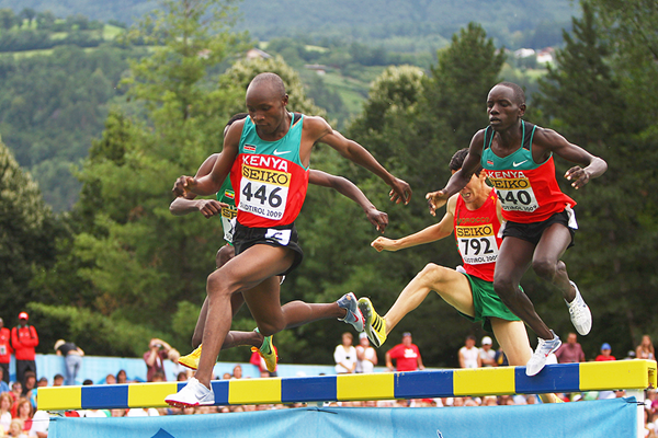 Hillary Kipsang Yego and Peter Kibet Lagat of Kenya in the 2000m steeplechase at the 2009 IAAF World Youth Championships (Getty Images)