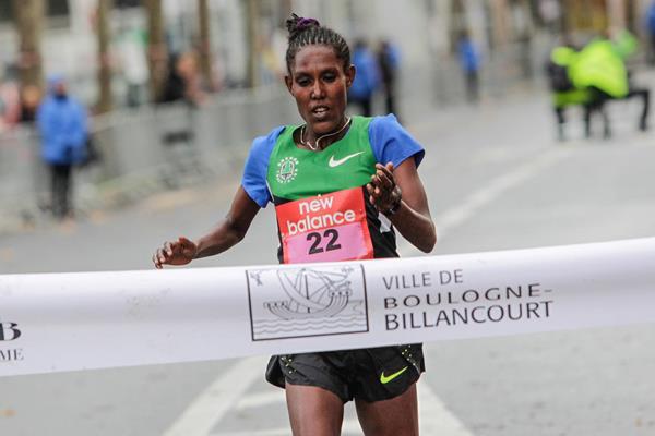Zewdnesh Ayele winning the 2016 Boulogne-Billancourt Half Marathon (organisers)