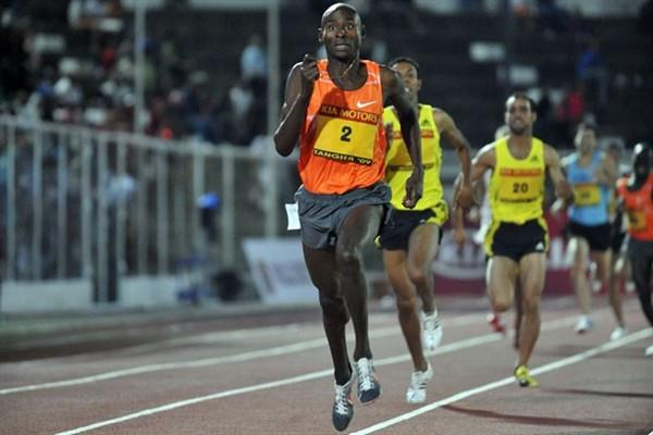 Bernard Lagat storms home in Tangier to win the 1500m in 3:32.56 (Stéphane Reix)