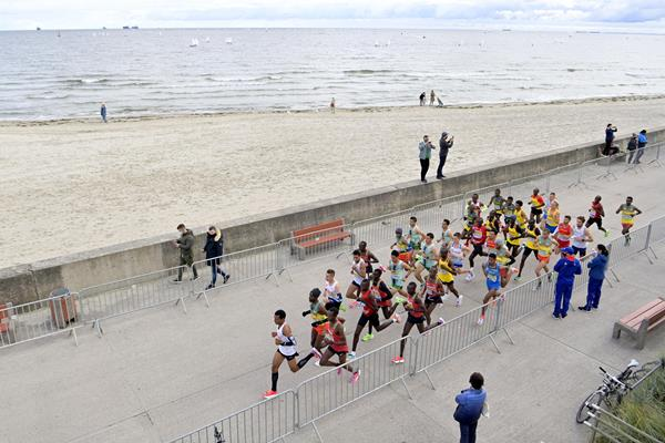 The lead pack in the men's race at the World Athletics Half Marathon Championships Gdynia 2020 (Getty Images)