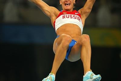 Russia's Yelena Isinbayeva adds one centimetre to the world pole vault record (Getty Images)