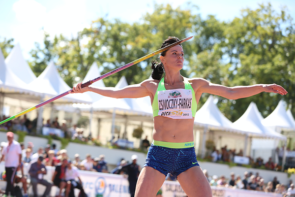 Gyorgyi Zsivoczky-Farkas in the heptathlon javelin at the Decastar meeting in Talence (Jean-Pierre Durand)