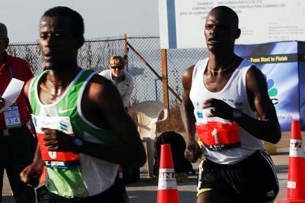Jufar leads Kelai in Mumbai in January 2008 (MarathonPhotos.com)