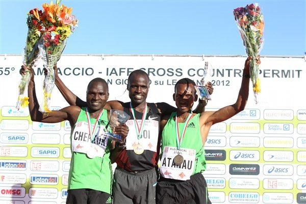 Campaccio men's podium: runner-up Vincent Chepkok, winner Edwin Soi, third-placer Kinde Atanau (Giancarlo Colombo/FIDAL)