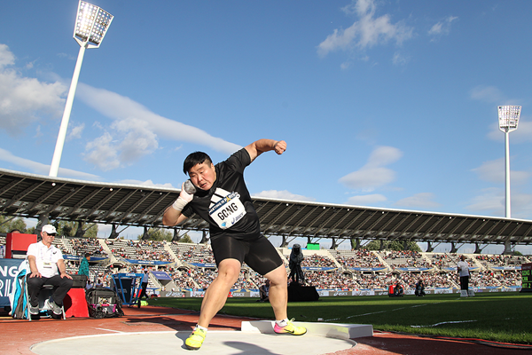 Gong Lijiao winning the shot put at the IAAF Diamond League meeting in Paris (Jean-Pierre Durand)