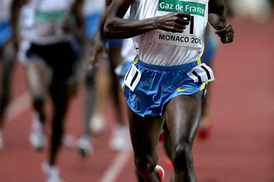 Bernard Lagat of the US wins the men's 3000m at the World Athletics Final (Getty Images)